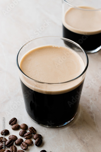 Frothy Cold Brew Nitro Coffee with Beans Ready to Drink. Fototapete