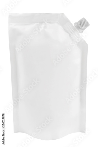Blank white plastic pouch with batcher or doy pack with cap isolated on white ba Fototapet