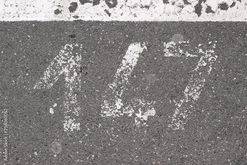 Fotomural  Parking lot asphalt stencil number 147 street sidewalk