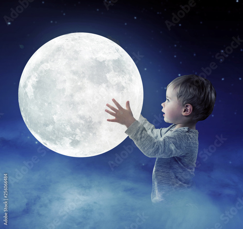 Montage in der Fensternische Artist KB Art portrait of a cute little boy holding a moon