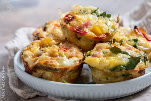 Fototapeta Delicious egg muffins with ham, cheese and vegetables obraz