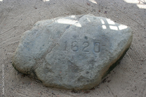 Fotomural Plymouth Plymoth Rock 1620 Massachusetts Pilgrims Christopher Columbus Mayflower