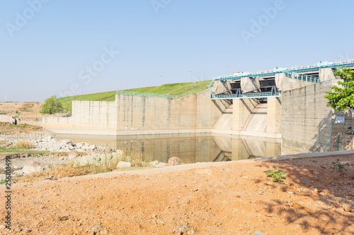 Photo  Empty reservoir or dam gates in north karnataka,India