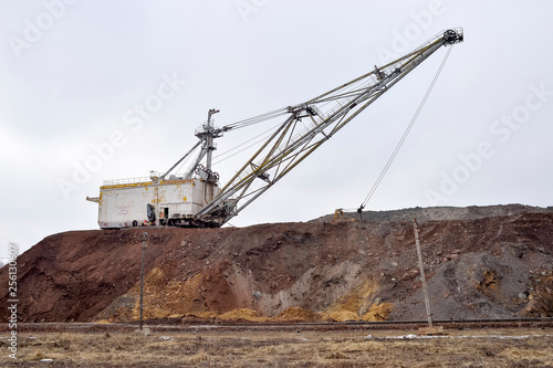 Poster Naufrage Large walking excavator in anticipation of rolling stock transporting overburden for storage in dumps.