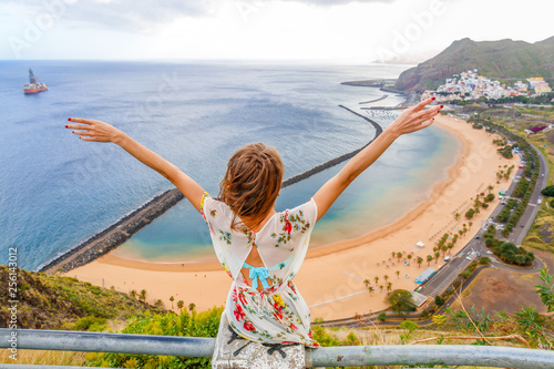Fotobehang Canarische Eilanden Traveler girl enjoying the beach in Tenerife