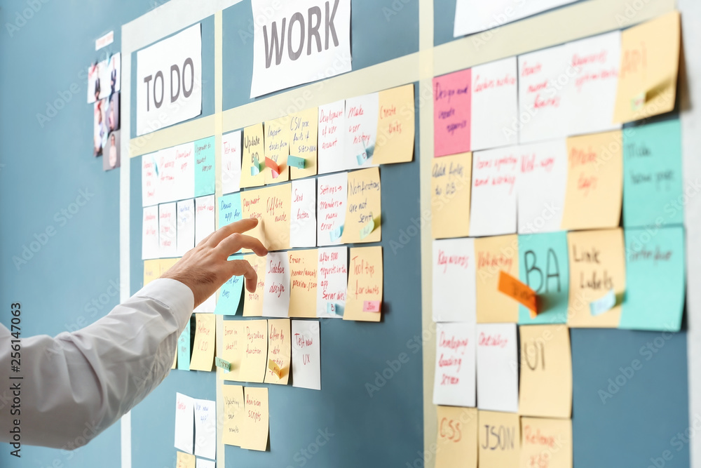 Fototapety, obrazy: Young man near scrum task board in office