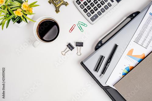 Fotografía  Workspace office desktop with office accessories