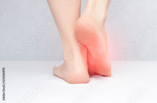 Cuadros en Lienzo  Female legs and feet on a white background that hurt and itch because of fungus,