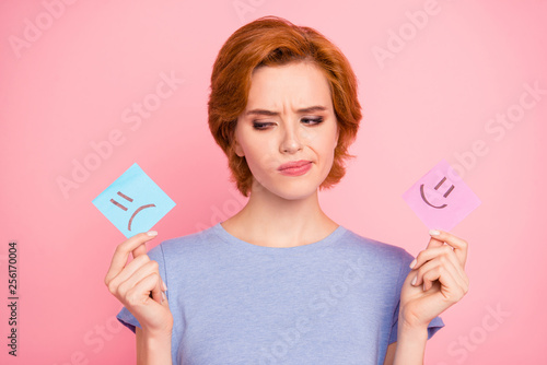 Papel de parede Close-up portrait of her she nice cute charming attractive puzzled girl wearing