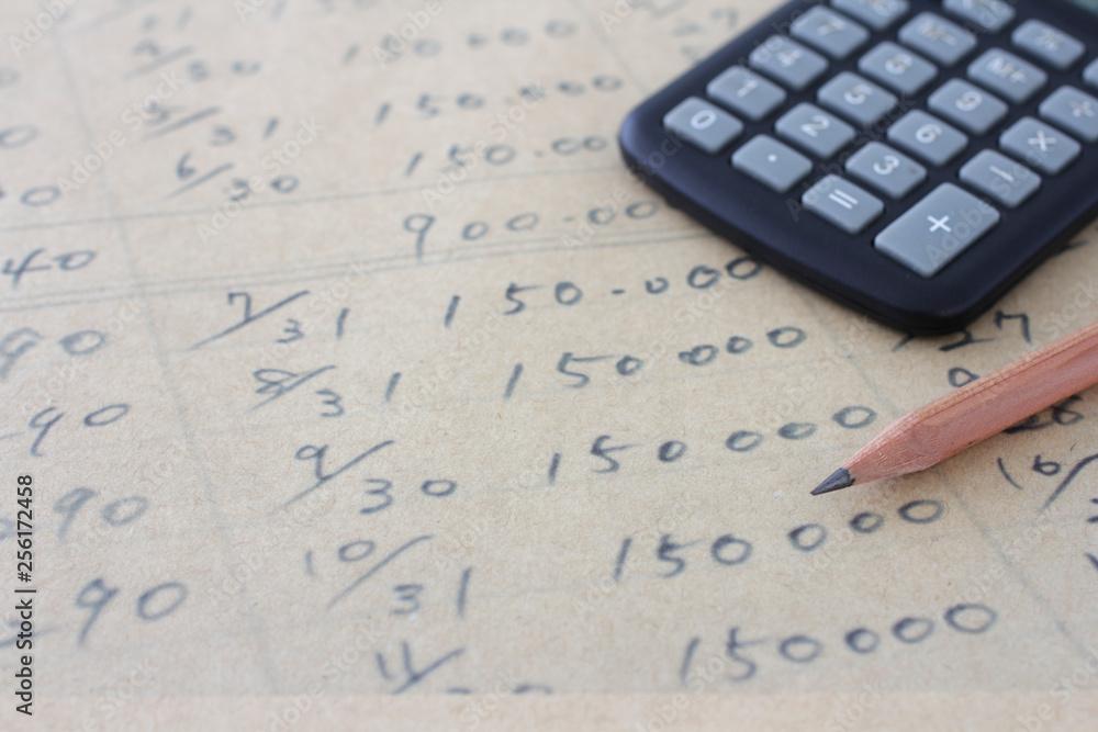 Fototapety, obrazy: 茶色い紙の上に書いた数字と計算機と鉛筆
