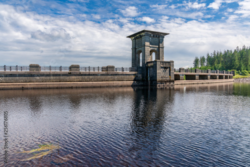 Foto  The dam at the Alwen Reservoir, Conwy, Wales, UK