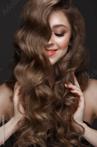 Tablou Canvas Beautiful brown-haired girl with a perfectly curls hair, and classic make-up