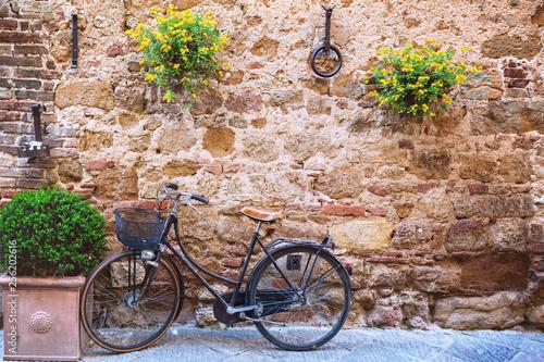 Obraz rower  bike-at-the-empty-street