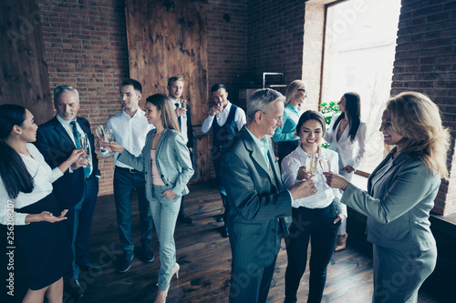 Fotografía  Close up photo business people crowd different age race leisure excited team bui