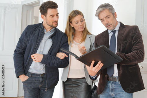 Fotografija Couple with real-estate agent visiting light contemporary house