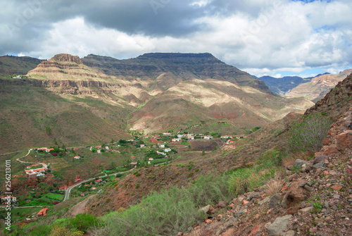 Fotografia  Small village in mountain valley on the Canary Islands