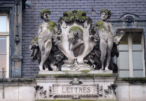 Photo  Escutcheon representing the literature, on the back of the Hotel de Ville, City