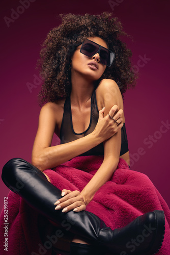 Fényképezés  curly model in lingerie posing on a chair