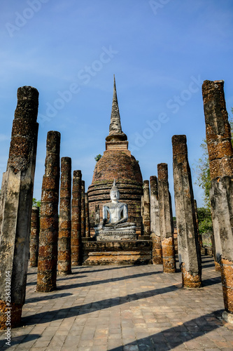 Foto  temple in ayutthaya thailand, digital photo picture as a background