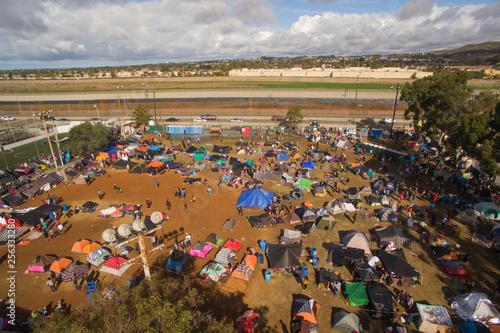 Valokuva Campamento de la Caravana Migrante en Tijuana (Foto-Dron)