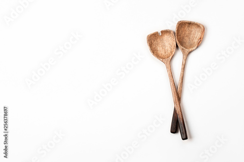 Cuadros en Lienzo  Two wooden Salad Spoons on white background. Flat lay, top view.