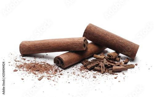 Fototapeta Cinnamon sticks with shavings isolated on white background obraz