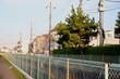 日本の郊外の町と青空の風景
