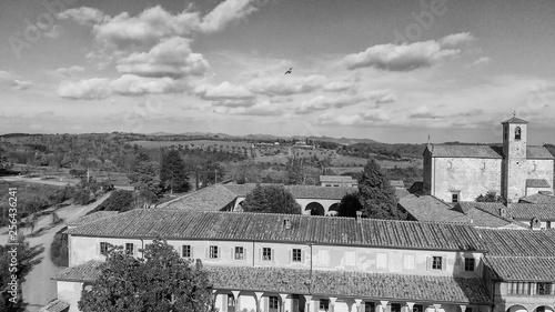 Foto  Amazing aerial view of Pontignano Charterhouse near Siena, Tuscany