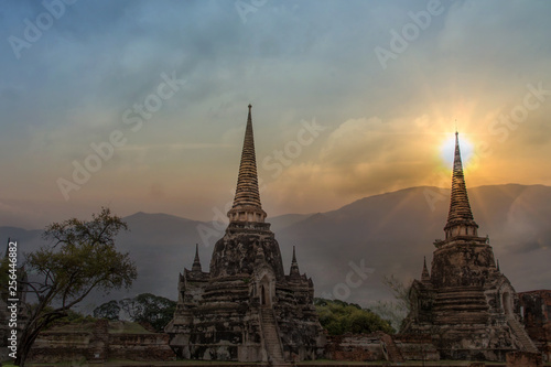 Foto  Double exposure sculpture Landscape of Ancient old pagoda is Famous Landmark old