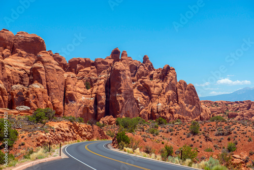 Mesa and Butte landscape near south of Sand Dune Arch in Arches National Park, Moab, Utah, USA Fototapete