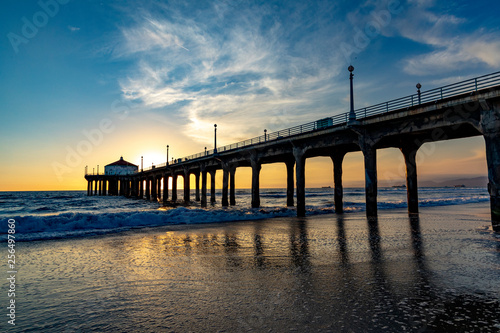 Foto op Plexiglas Napels scenic pier at Manhattan Beach near Los Angeles in sunset