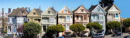 Photo  victorian houses at San Francisco heights