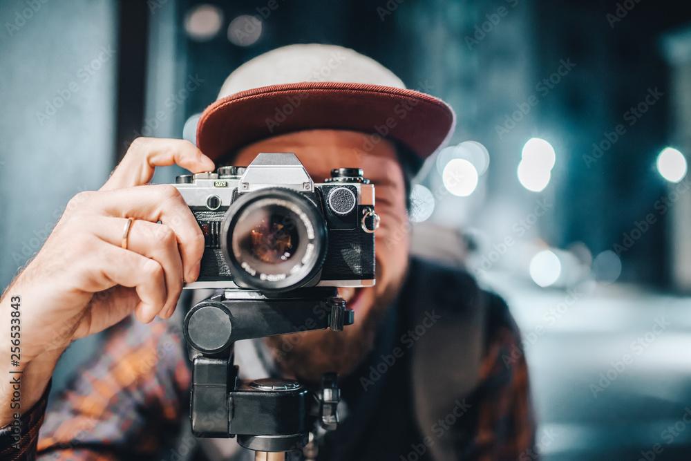 Fototapeta Man taking photo on vintage film camera - obraz na płótnie