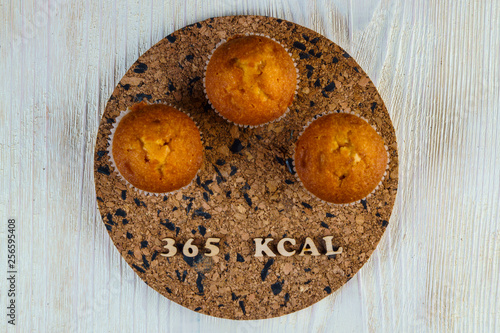 Valokuva  Calorie calculator muffin cake 365 kcal 100 grams diet