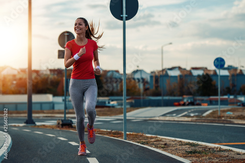 Poster Jogging Young woman jogging outdoors