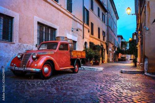 Obraz Ulica Trastevere w Rzymie - fototapety do salonu