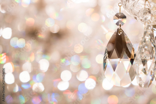 Cuadros en Lienzo Close up image of crystal on chandelier with bokeh background
