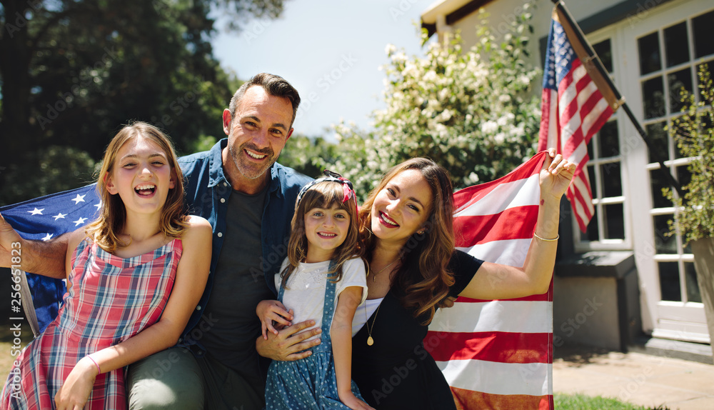 Fototapety, obrazy: Happy family celebrating the american independence day