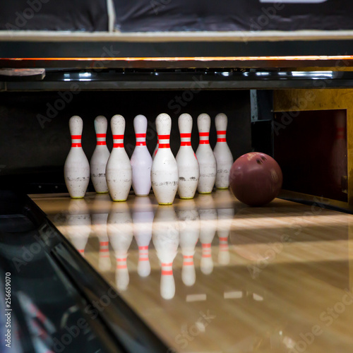 Canvas Print Skittles and bowling ball on the playing field
