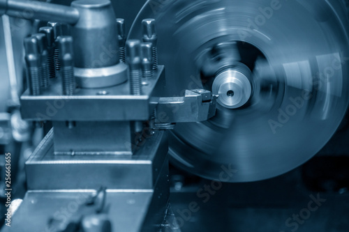 Photo  The lathe machine bore cutting the metal part with the cutting tool