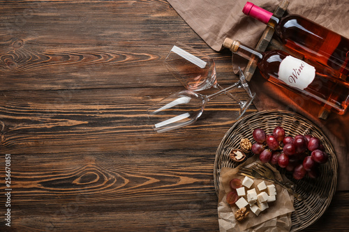 Poster de jardin Bar Composition with wine and snack on wooden background