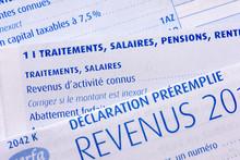 Impôts : Déclaration De Revenus Française Préremplie Avec La Page Des Traitements, Salaires, Pensions Et Rentes