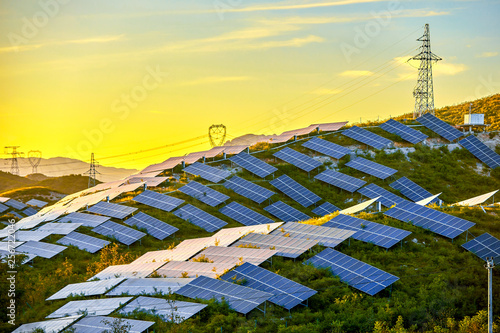 Poster de jardin Jaune Building a solar photovoltaic panel on a hillside under the setting sun