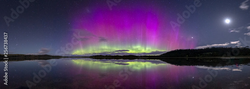 Photo  A spectacularly bright and colourful display of the Aurora Australis or Southern