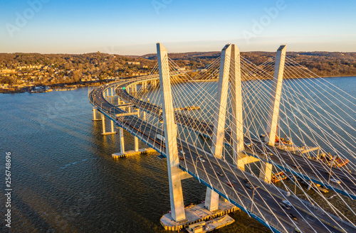 Photo Stands New York Aerial view of the New Tappan Zee Bridge, spanning Hudson River between Nyack and Tarrytown on late sunny afternoon