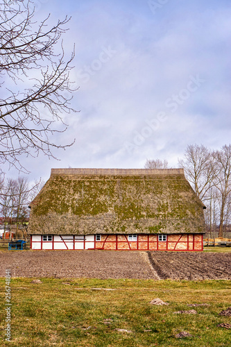 Foto  Traditional half-timbered house with thatched roof