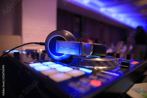 Dj mixer with headphones - 256763414