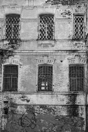 Foto  Saratov, Russia, March 14, 2019: The facade of a historic building in Saratov -