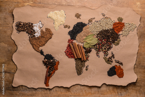 World map made of different spices on wooden background Fototapete