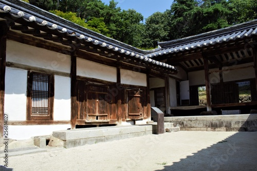 Fotografie, Tablou Traditional Korean house Hanok in Dosan Seowon Confucian academy near Andong, Ko